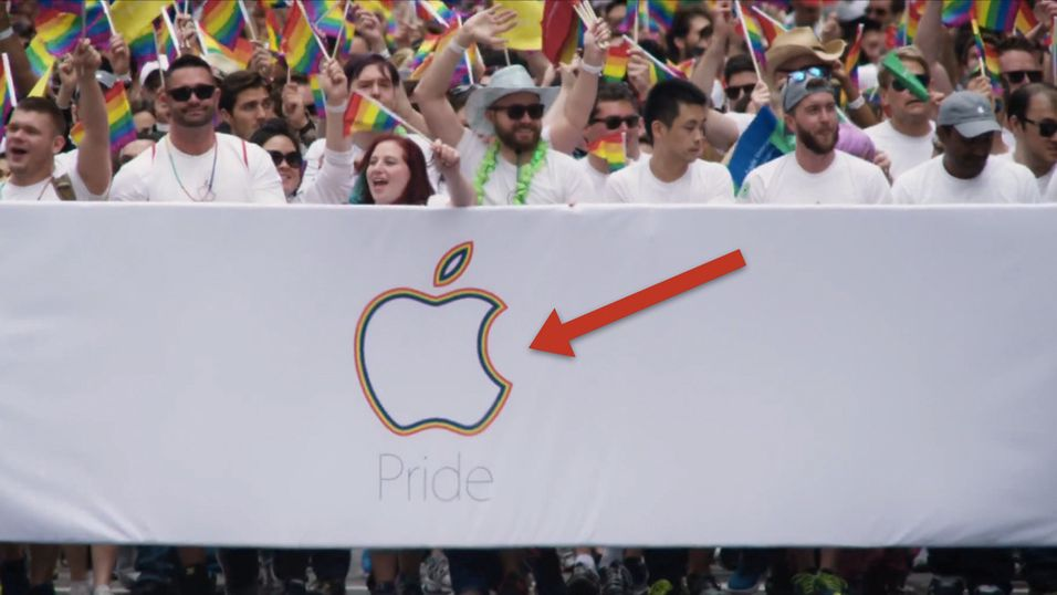 Apple i alle regnbuens farger under San Francisco Pride Celebration and Parade.