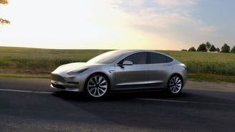 Tesla halverer leveringstiden på Model 3