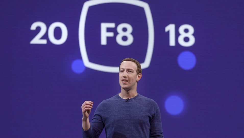 Facebook-sjef Mark Zuckerberg under hans keynote på nattens F8-arrangement.
