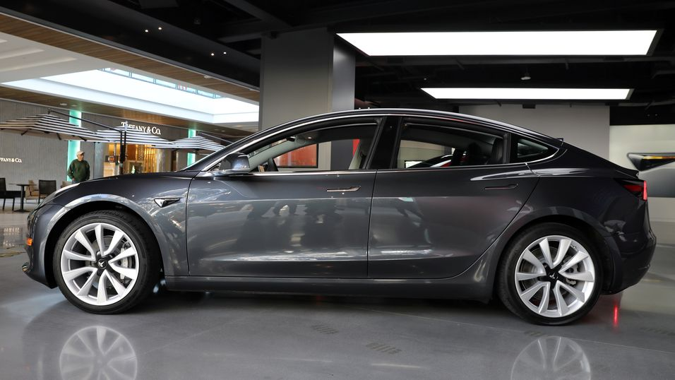 Tesla Model 3 får kritikk av Consumer Reports for dårlige bremser.